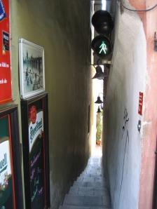 Calle Kozeluzska, la más estrecha del mundo
