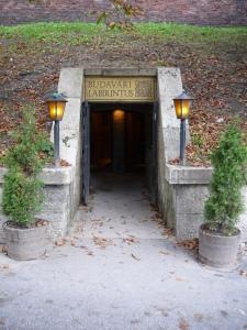 Entrada al Laberinto del Castillo de Buda