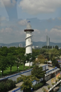 Faro junto al Danubio