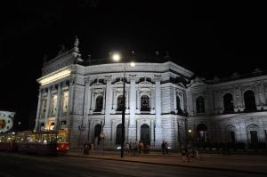 Burgtheater de noche
